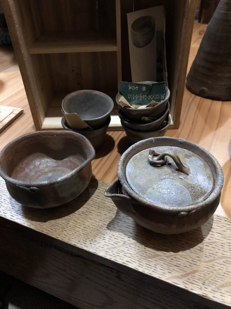 【岡山県倉敷市】壺×10点くらい(箱なし)・備前焼(お茶碗&急須セット)などのお買取りをいたしました。